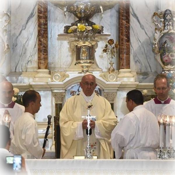 Il Papa: «Famiglia, scuola di umanità»