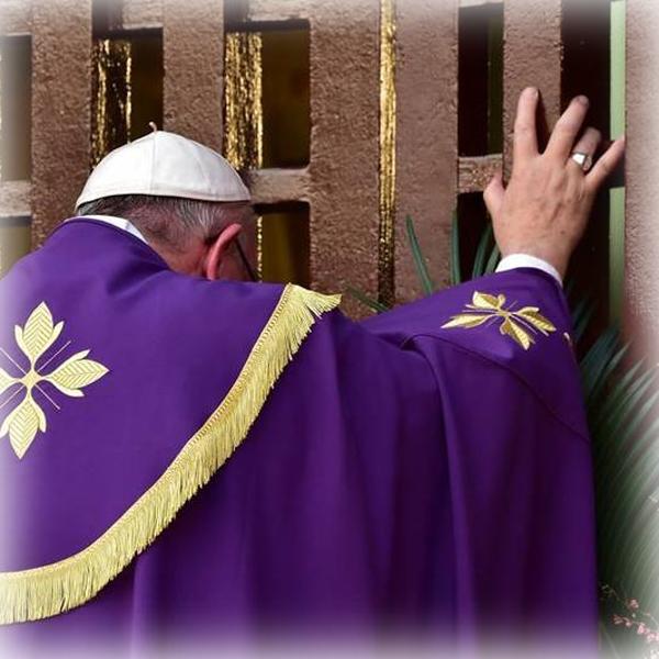A Bangui Francesco apre la porta Santa