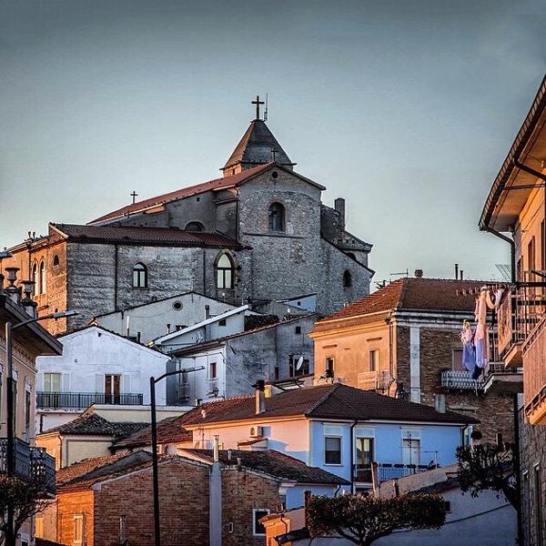 Savignano Irpino – Una piazza in blu