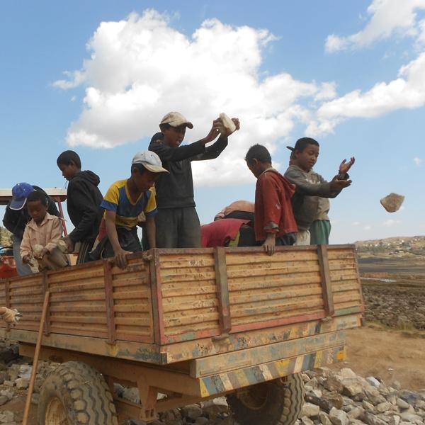 Madagascar – Campo di servizio a Faratsiho