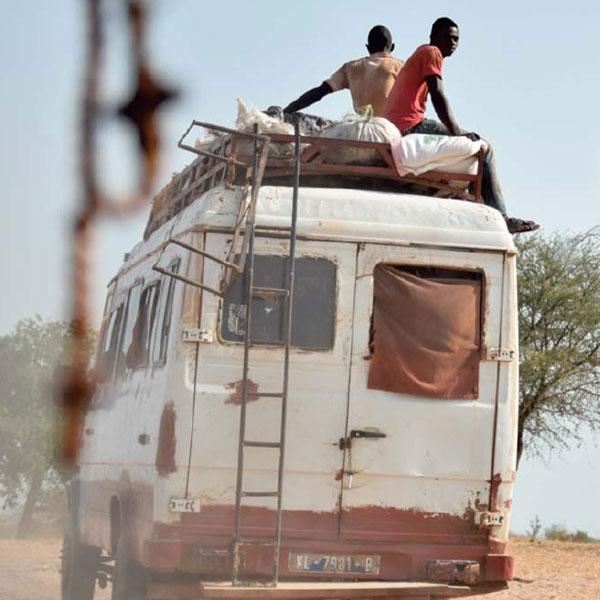 Divieto di accesso. Flussi migratori e diritti negati