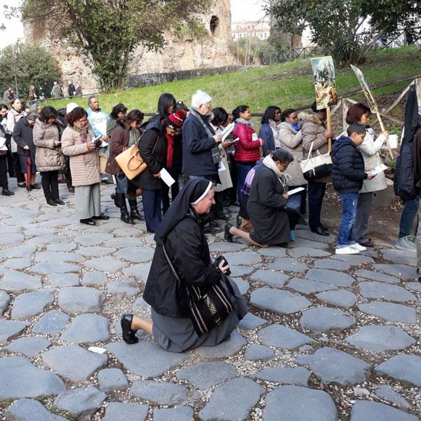 Roma – Via Crucis all'ombra del Colosseo
