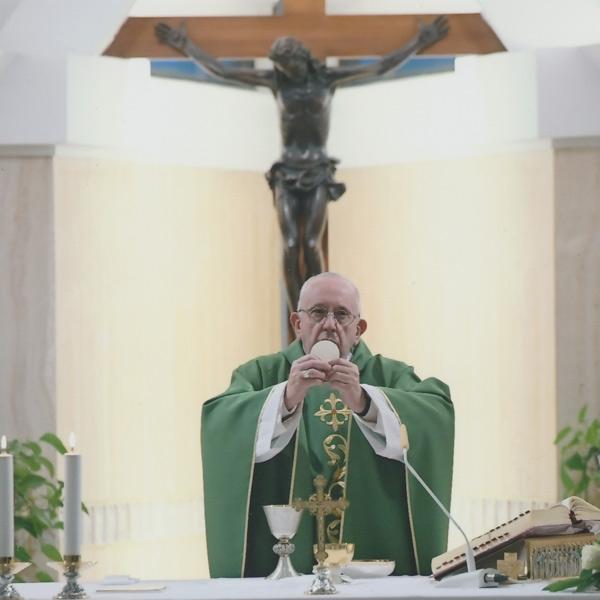 Roma – La celebrazione della Santa Messa di Papa Francesco con alcuni giovani della Parrocchia di Ognissanti