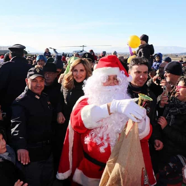 Pescara – Babbo Natale della polizia arriva in elicottero